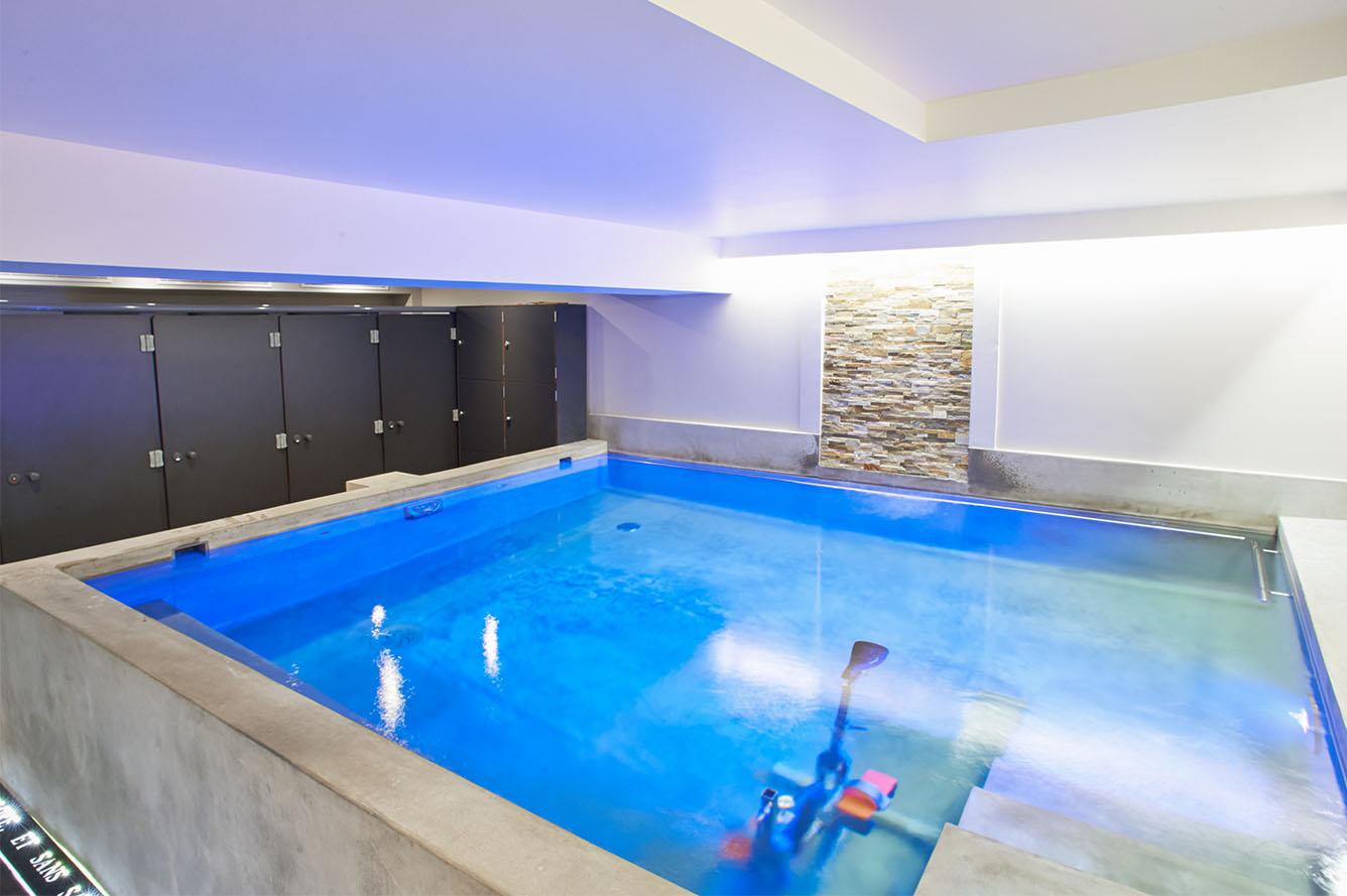 cabinet-grands-augustins-piscine-bleue